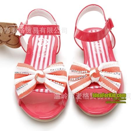 รองเท้าส้นเตี้ยโบว์ประดับเพชร สีแดง (6 คู่/แพ็ค)