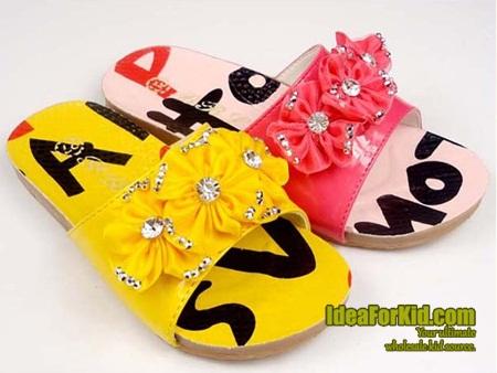รองเท้าแตะดอกไม้ประดับเพชร สีชมพู (5 คู่/แพ็ค)