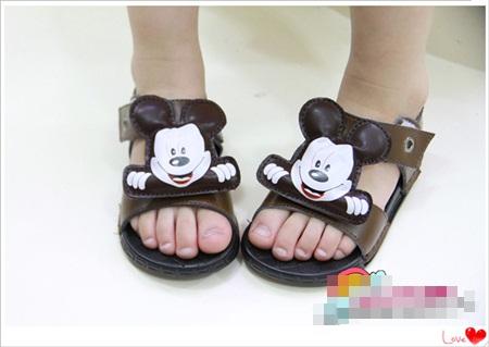 รองเท้าแตะ-Mickey-Mouse-สีน้ำตาลเข้ม-(5-คู่/แพ็ค)