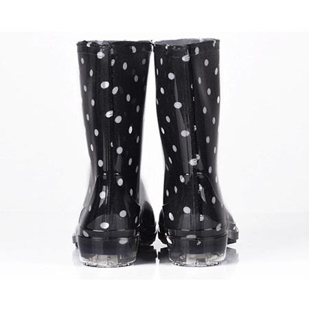 รองเท้าบู๊ทกันน้ำลายจุด สีดำ (5 คู่/แพ็ค)