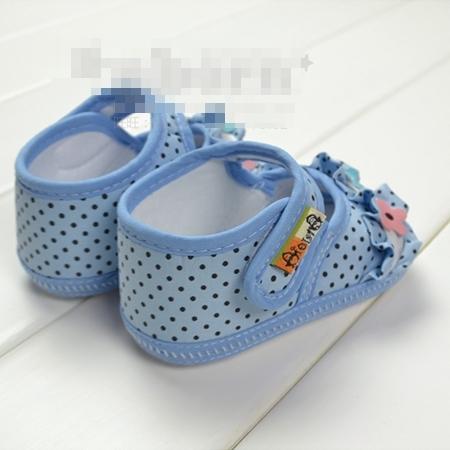 รองเท้าเด็กดอกไม้ลายจุด (2 คู่/แพ็ค)