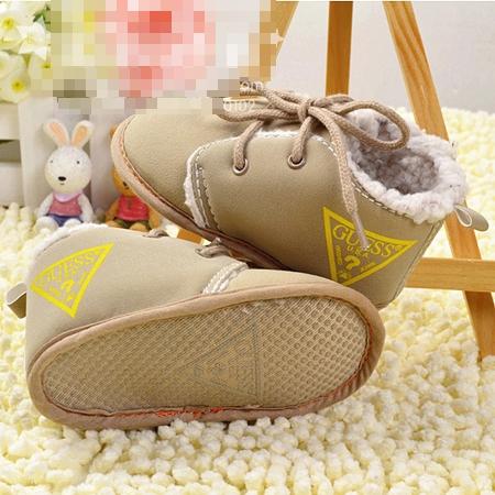 รองเท้าเด็ก GUESS สุดแนว สีเบจ (3 คู่/แพ็ค)