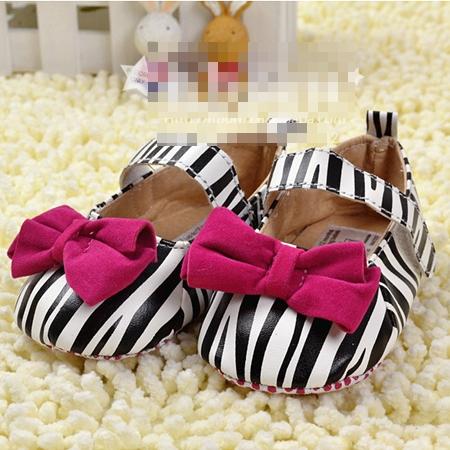 รองเท้าเด็กม้าลายติดโบว์ สีชมพู (3 คู่/แพ็ค)