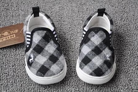 รองเท้ากวางน้อย ลายตาราง สีขาวดำ (8คู่/แพ็ค)