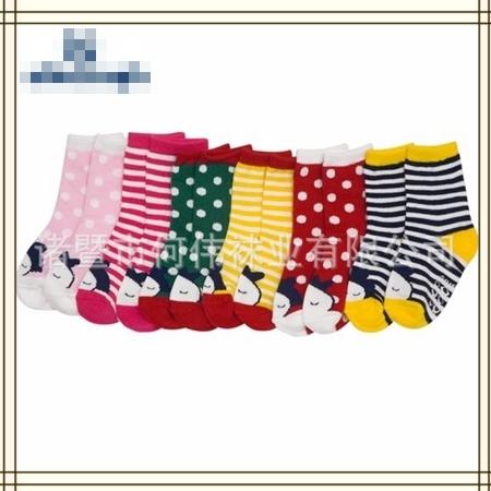 ถุงเท้าเด็กแบบยาวลายการ์ตูน คละลาย (20 คู่ /pack)