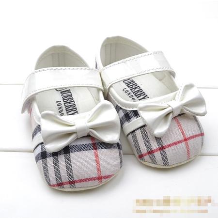 รองเท้าเด็กหญิง Burberry สีน้ำตาล (6 คู่/pack)