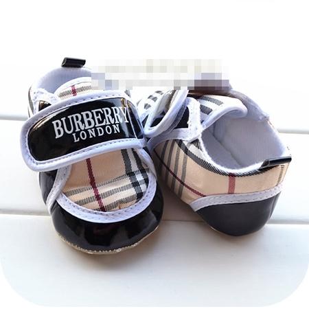 รองเท้าผ้าใบเด็ก Burberry ขอบสีดำ (6 คู่/pack)