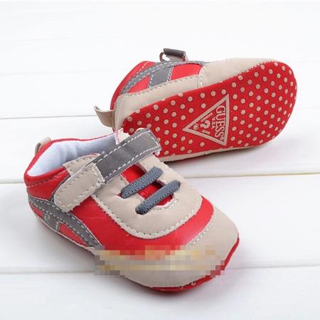 รองเท้าผ้าใบเด็ก Guess สีแดง (6 คู่/pack)