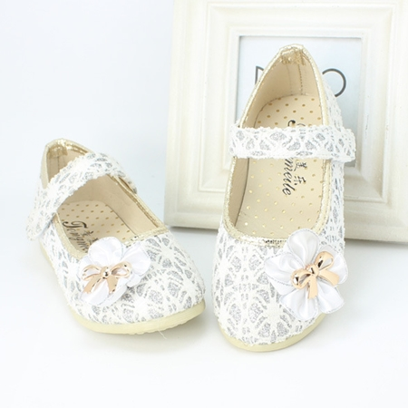 รองเท้าโบว์ดอกไม้ สีเงิน ไซส์ 21-25 (5 คู่/แพ็ค)