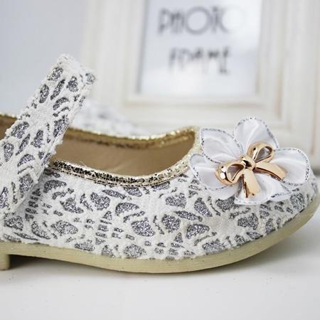 รองเท้าโบว์ดอกไม้ สีทอง ไซส์ 26-30 (5 คู่/แพ็ค)