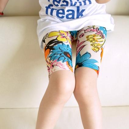กางเกงเลกกิ้งขาสั้นลายดอกไม้ สีฟ้า (5 ตัว /pack)
