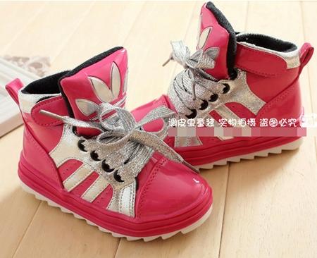 รองเท้าผ้าใบ Adidas สีชมพู (5 คู่/แพ็ค)