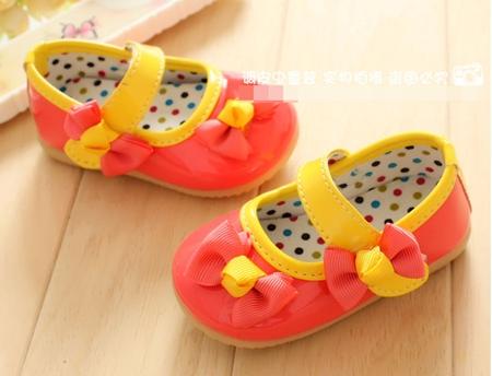 รองเท้าเด็กโบว์เก๋ๆ สีส้ม (5 คู่/แพ็ค)
