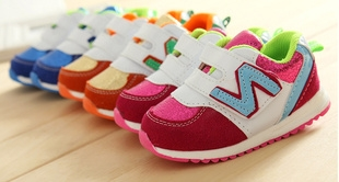 รองเท้าผ้าใบ N สีชมพูขาว (5 คู่/แพ็ค)