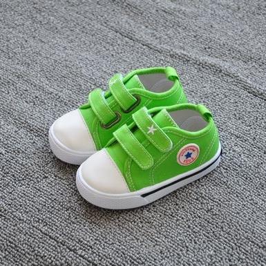 รองเท้าผ้าใบเด็ก Star Kids สีเขียว (8 คู่/แพ็ค)