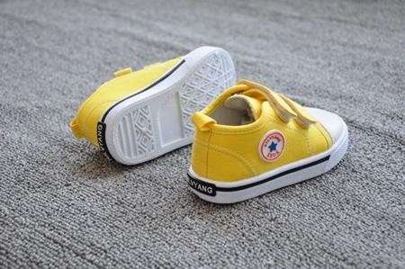 รองเท้าผ้าใบเด็ก Star Kids สีเหลือง (8 คู่/แพ็ค)