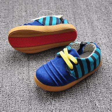 รองเท้าผ้าใบเด็กลายขวาง สีน้ำเงิน (6 คู่/แพ็ค)