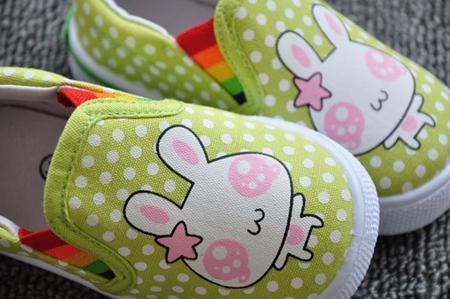รองเท้าเด็กกระต่ายน้อย สีเขียว (8 คู่/แพ็ค)