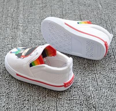 รองเท้าเด็กเด็กน้อยฟังเพลง สีขาว (8 คู่/แพ็ค)