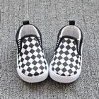 รองเท้าเด็กลายตาราง-สีขาวดำ-(8-คู่/แพ็ค)