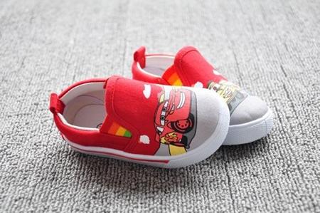 รองเท้าเด็กลายรถแข่งหลากสี สีแดงขาว (8 คู่/แพ็ค)