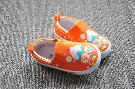 รองเท้าเด็กลายอังปังแมนและคู่ สีส้ม (8 คู่/แพ็ค)