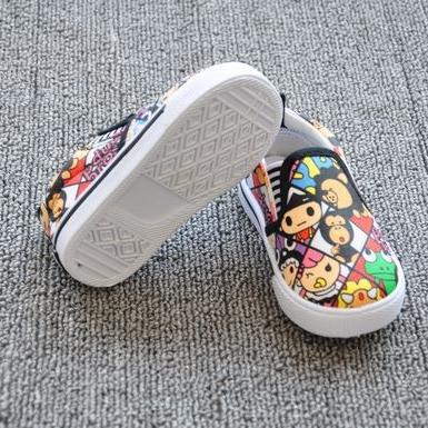 รองเท้าเด็กลายการ์ตูนน่ารัก (7 คู่/แพ็ค)