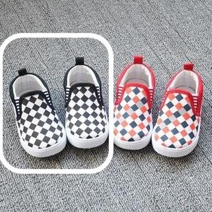รองเท้าเด็ก ลายตารางโทนสีดำ(8 คู่/แพ็ค)