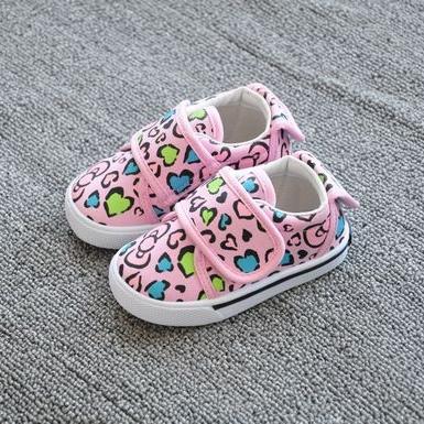 รองเท้าผ้าใบเด็กหัวใจและโบว์ สีชมพู (8 คู่/แพ็ค)