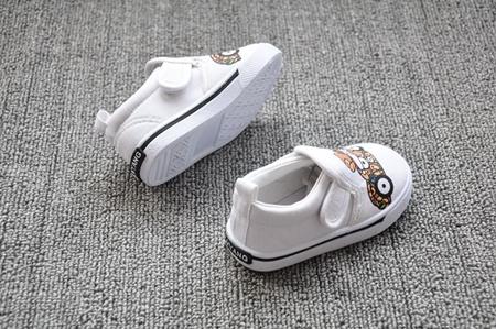 รองเท้าผ้าใบเด็กลิงน้อยน่ารัก สีขาว (8 คู่/แพ็ค)