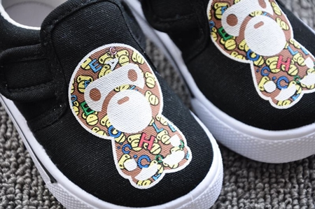 รองเท้าผ้าใบเด็กลิงน้อยน่ารัก สีดำ (8 คู่/แพ็ค)
