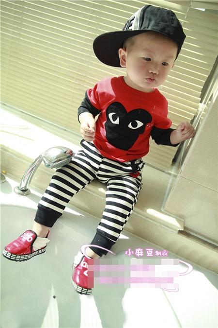 เซ็ทเสื้อกางเกง PLAY Comme ลาย สีแดง (4 ตัว/pack)