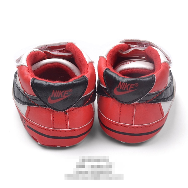 รองเท้าผ้าใบเด็ก NIKE สีขาวแดง (6 คู่/pack)