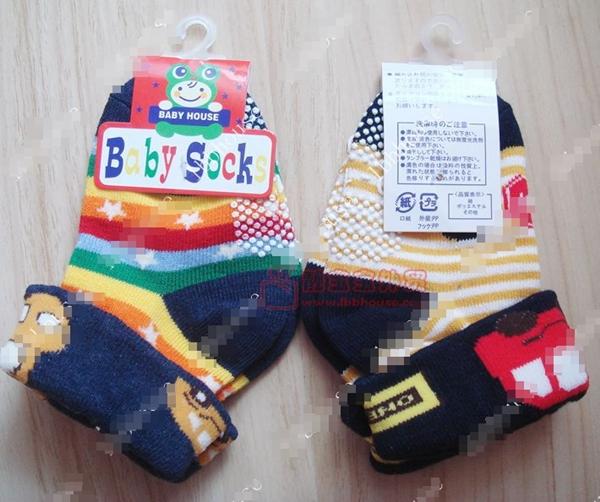 ถุงเท้าเด็กลายรถสีสดใส คละแบบคละสี (28 คู่ /pack)